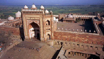 Fatehpur Sikri is a monument i have seen most number of times after Taj mahal. Know more about Fatehpur Sikri Fort, Munument, History, timings and much more.