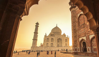 Taj Mahal India tour package &Travel,Information,stories,tips,Agra,city,history,guide,luxury,hotels,best,tourist,places,visit,historical,monument tour in Agra.
